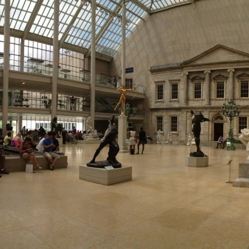 Photo taken at Metropolitan Museum of Art by Jéssica B. on 7/18/2013