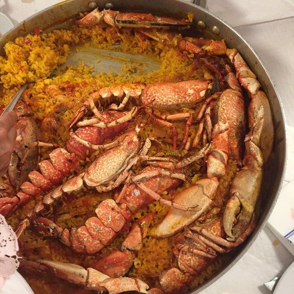 Pescados y mariscos de primera calidad. Sin lugar a dudas uno de los mejores restaurantes de Puerto de Vega es La Marina. Raciones muy abundantes y unos comedores amplios