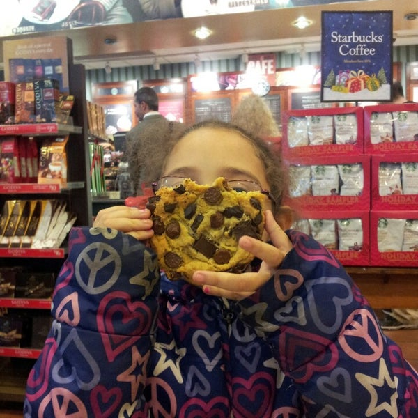 Photo taken at Barnes & Noble by Victoria Anne on 11/9/2013
