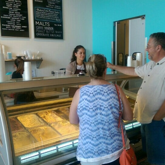 Photo taken at Glacé Artisan Ice Cream by Roy B. on 7/17/2016