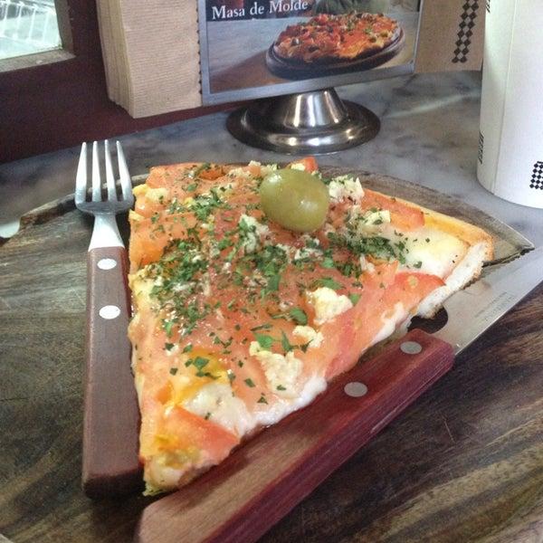 Foto tomada en Central de Pizzas por Selene el 11/10/2013