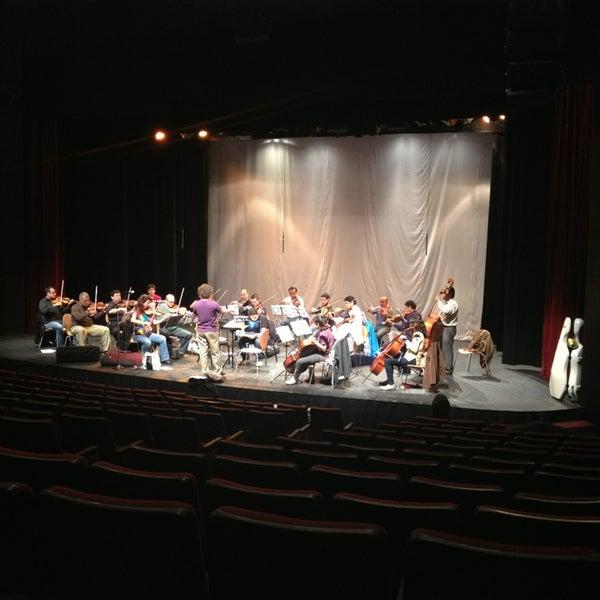 Foto tomada en Teatro Hidalgo por Catari C. el 6/27/2013