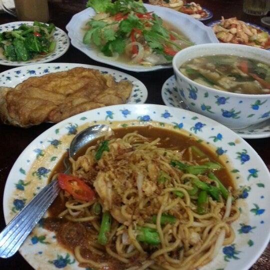 Photo taken at Restoran D'Warisan by Fazilah M. on 2/2/2013