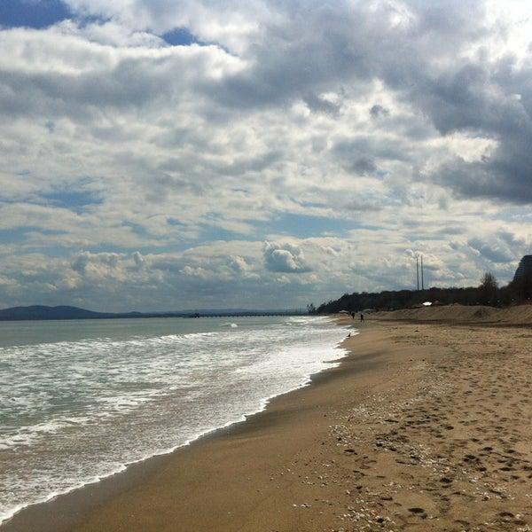 Foto scattata a Централен Плаж Бургас (Burgas Central Beach) da Anastasiya il 4/4/2013