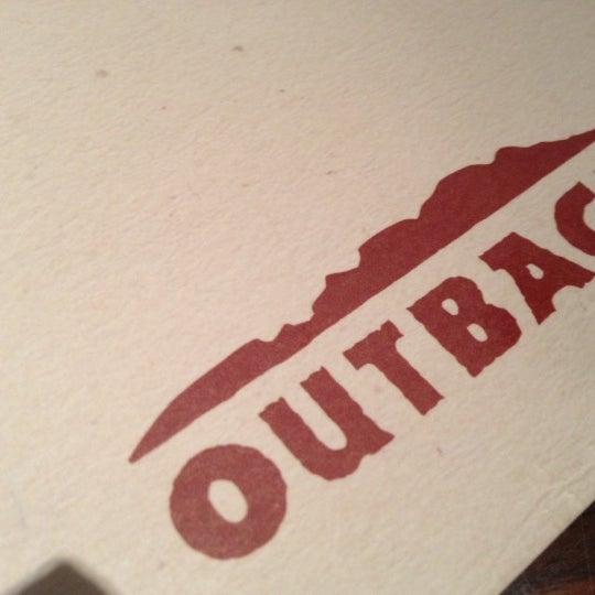 Foto tirada no(a) Outback Steakhouse por Tais R. em 10/14/2012