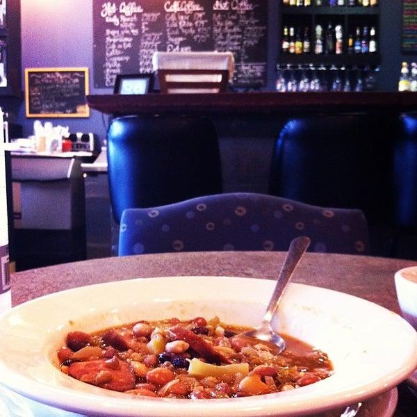 Foto tirada no(a) Crestwood Coffee Co. por Mandy S. em 2/14/2013