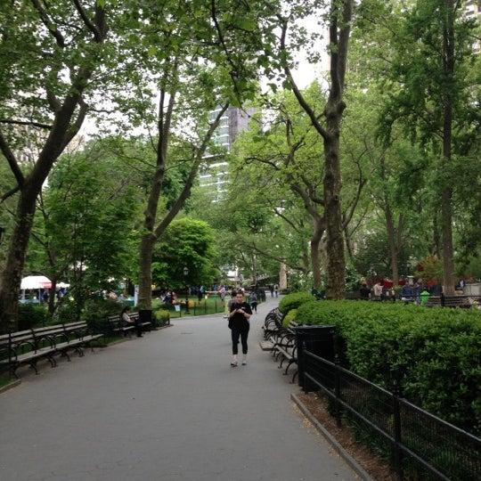 Foto diambil di Madison Square Park oleh Amanda L. pada 5/18/2013