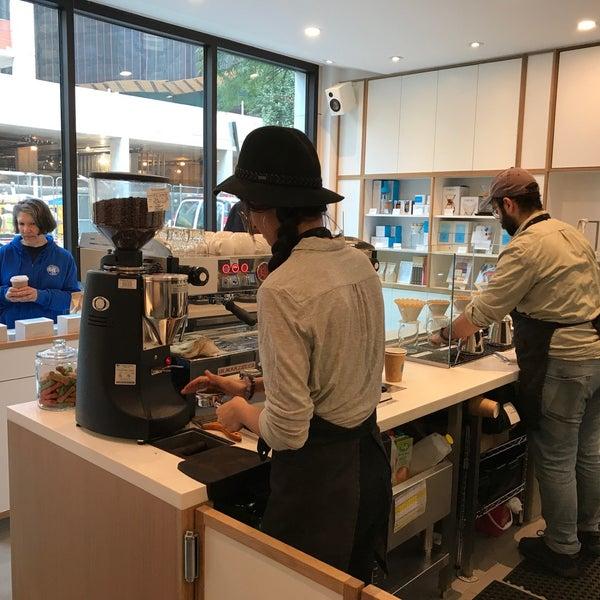 9/5/2017 tarihinde Laurel T.ziyaretçi tarafından Blue Bottle Coffee'de çekilen fotoğraf