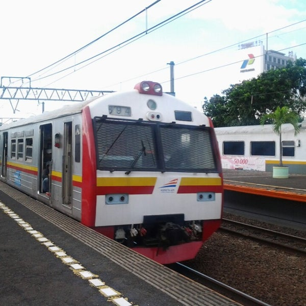 Photo taken at Stasiun Gambir by Aprininda A. on 3/17/2013