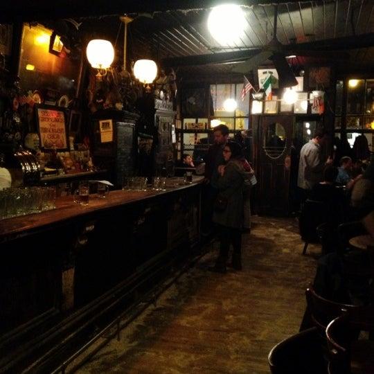 Photo prise au McSorley's Old Ale House par Winery E. le11/19/2012
