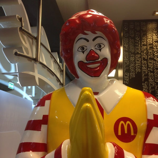 Photo taken at McDonald's by T A N G M O .. on 7/27/2017