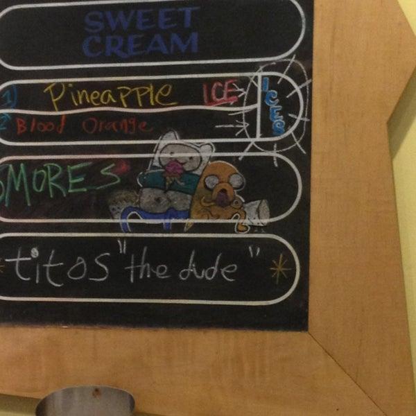 1/2/2013 tarihinde Rebecca A.ziyaretçi tarafından Amy's Ice Creams'de çekilen fotoğraf