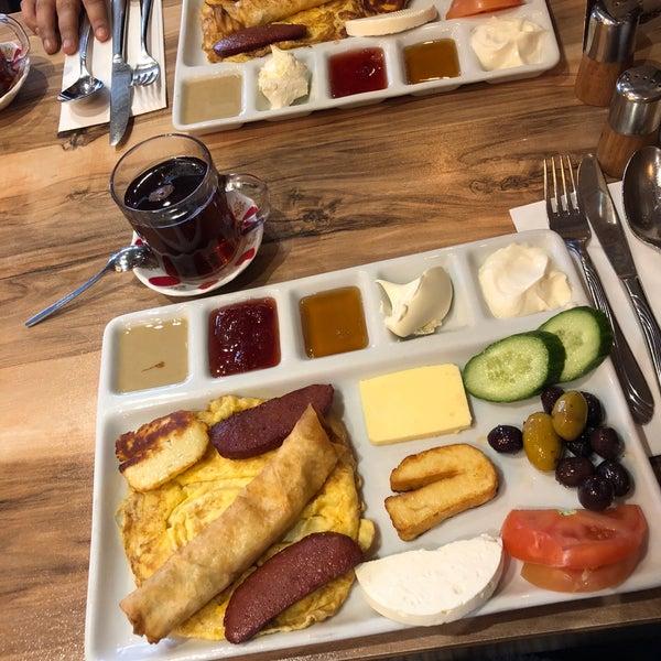 3/3/2018 tarihinde Jale➰ N.ziyaretçi tarafından Hala Restaurant'de çekilen fotoğraf