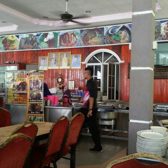 Photo taken at Restoran D'Warisan by Sifu J. on 12/3/2015
