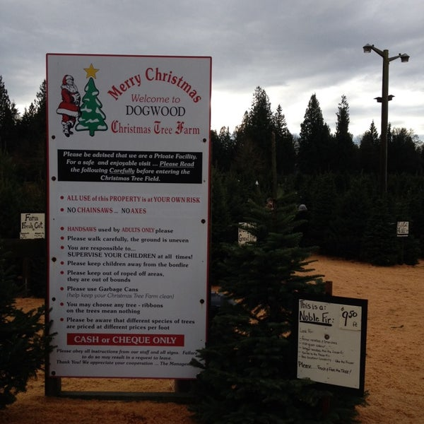 Photo taken at Dogwood Christmas Tree Farm by Cheryl M. on 12/1/