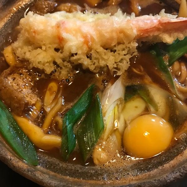 名古屋に来たら先ずはまことやの味噌煮込みうどんかな。(^^)