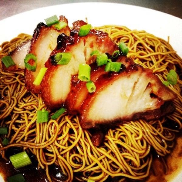 Photo taken at Restoran Chan Meng Kee (陈明记面家) by Kern Sheng L. on 7/21/2013