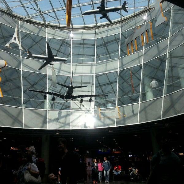 Das Foto wurde bei Frankfurt Airport (FRA) von Anna P. am 7/12/2013 aufgenommen