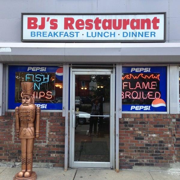 Photo prise au BJ's Restaurant par Maria A. le8/2/2013