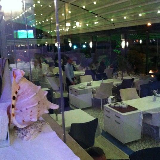 10/28/2012 tarihinde Burcin S.ziyaretçi tarafından Foça Fish Gourmet'de çekilen fotoğraf