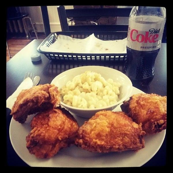 3/14/2014 tarihinde Lyman C.ziyaretçi tarafından Lettie's  Kitchen'de çekilen fotoğraf