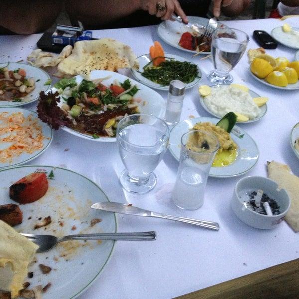 5/19/2013 tarihinde Fatih B.ziyaretçi tarafından Çamaltı Restaurant'de çekilen fotoğraf