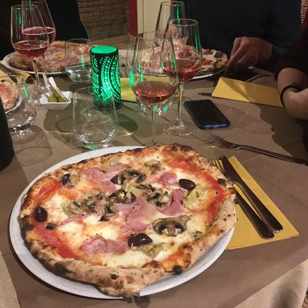 Las pizzas son gigantes y están realmente buenas! Espero repetir pronto...! Precio de pizzas 12€ aprox.
