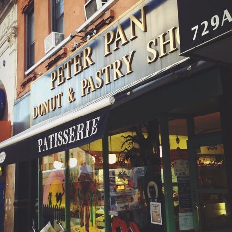 Photo taken at Peter Pan Donut & Pastry Shop by Steven T. on 11/3/2012