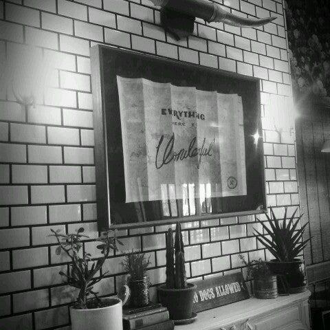 Photo prise au Alfred Coffee & Kitchen par Cole C. le12/27/2013