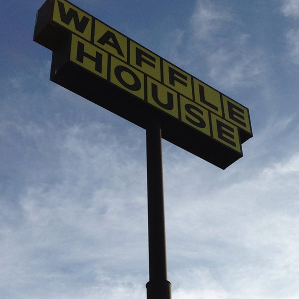 Photo taken at Waffle House by Dan G. on 7/5/2013