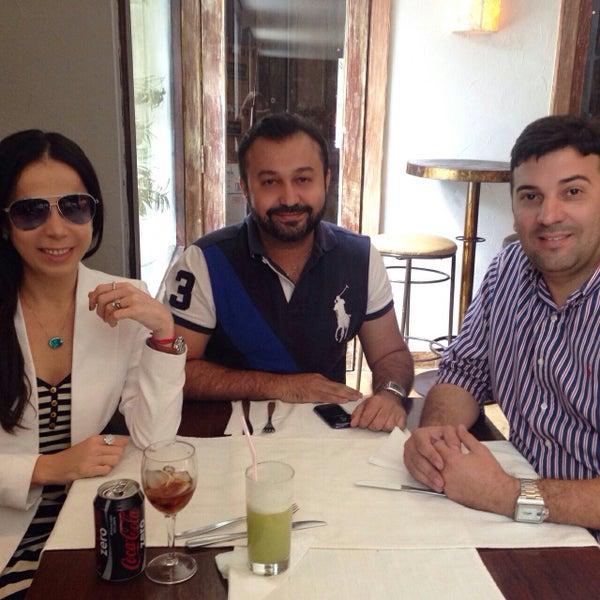 Foto tirada no(a) Limone Restaurante e Café por Eduardo F. em 11/3/2014