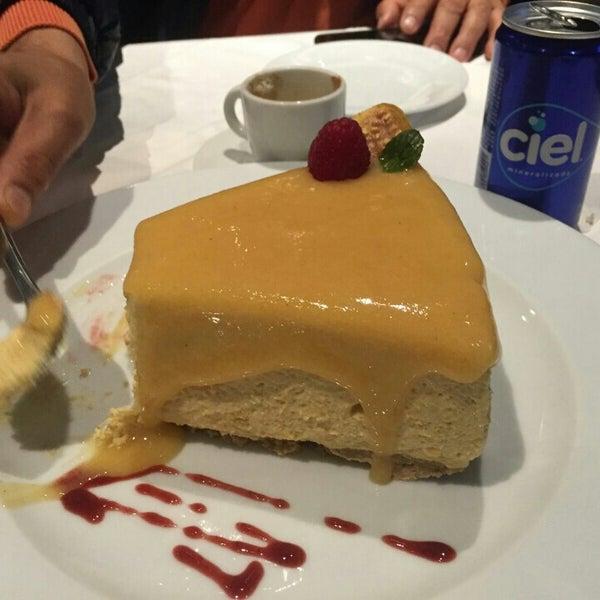 Снимок сделан в La Ocho Restaurante пользователем Amilcar J. 12/21/2015