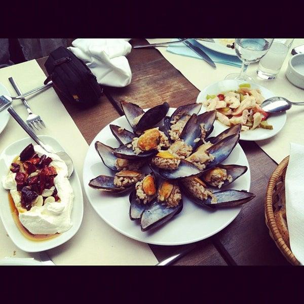 12/2/2012 tarihinde Feral S.ziyaretçi tarafından Yengeç Restaurant'de çekilen fotoğraf