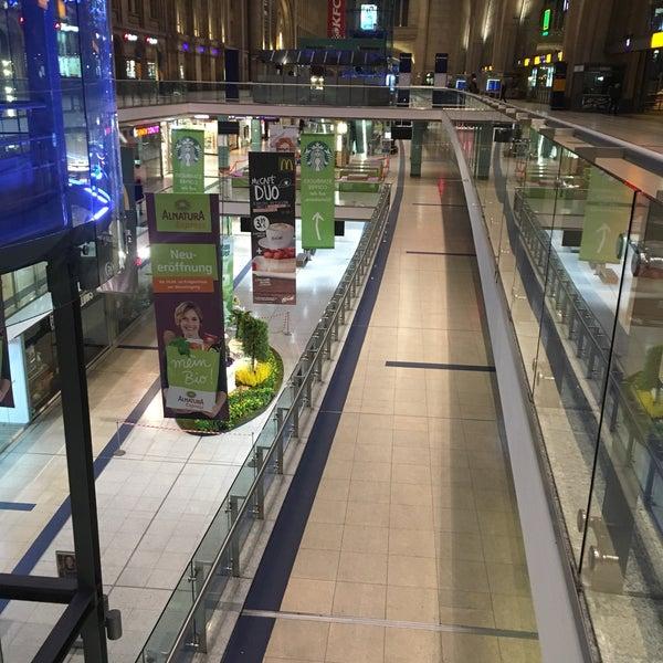 Das Foto wurde bei Promenaden Hauptbahnhof Leipzig von Nic T. am 3/7/2018 aufgenommen