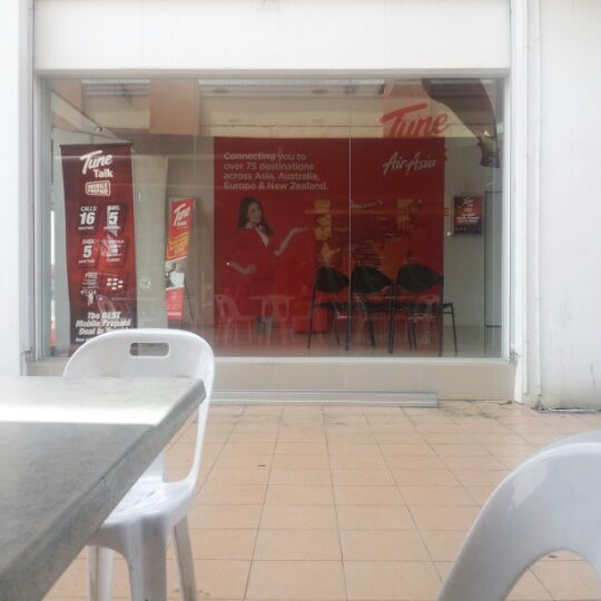 Photo taken at Airasia Travel & Service Centre,6th Miles by Alvin M.