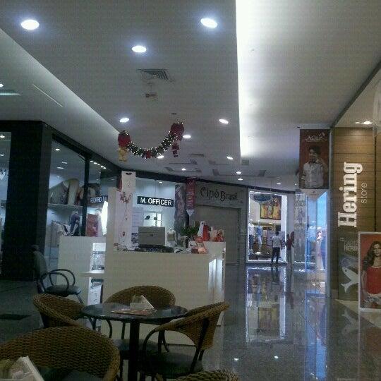 Foto tirada no(a) JL Shopping por Cesar D. em 12/8/2012