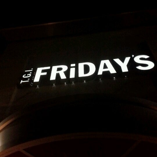 Photo taken at TGI Fridays by Roxy L. on 10/31/2012