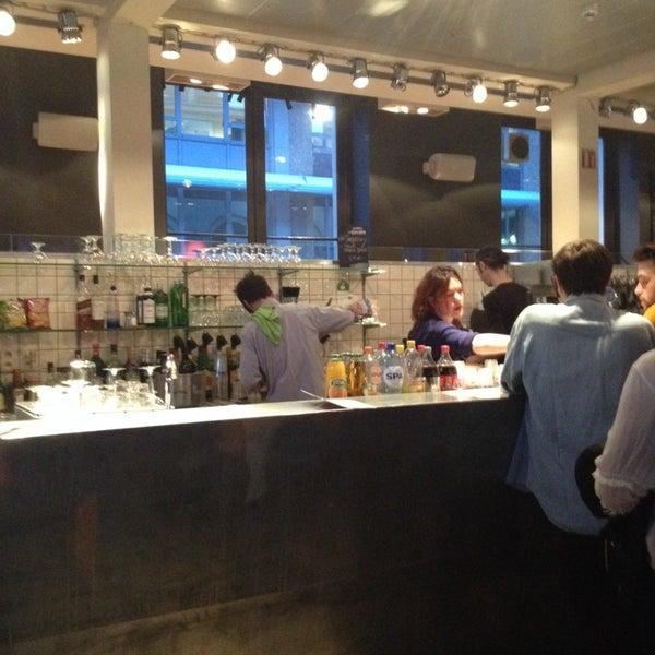 Photo prise au Café Bota par Steven G. le3/31/2014
