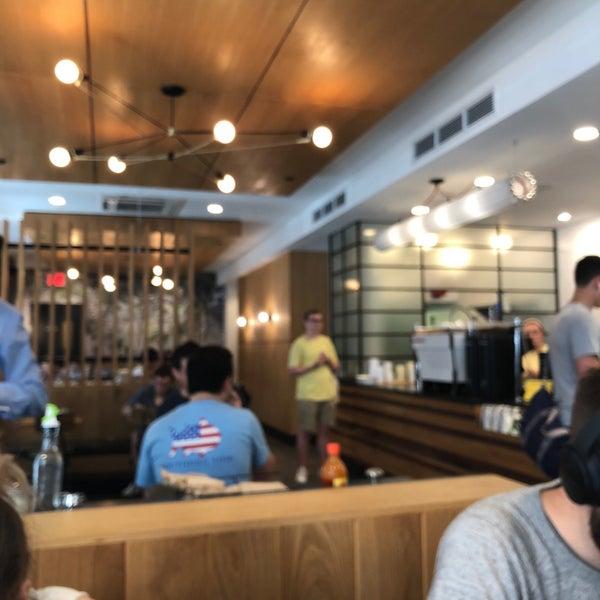 Снимок сделан в Irving Farm Coffee Roasters пользователем Ian K. 8/5/2018