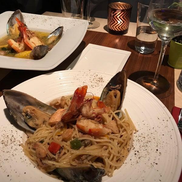 Das Foto wurde bei Shrimps Bar & Restaurant von Eric B. am 10/22/2017 aufgenommen