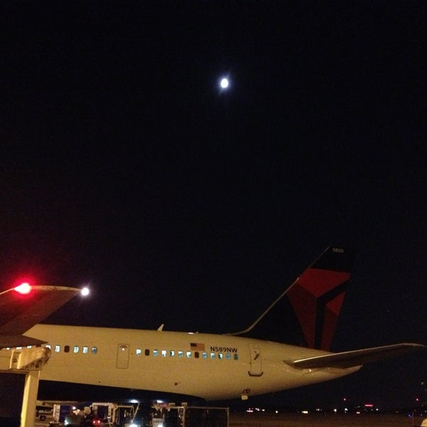 Photo taken at Gate A6 by Baltazar V. on 7/19/2013