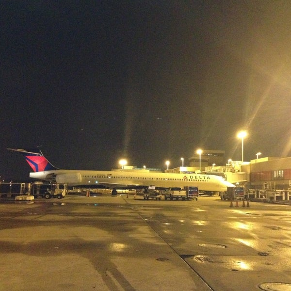 Photo taken at Gate A6 by Baltazar V. on 6/28/2013