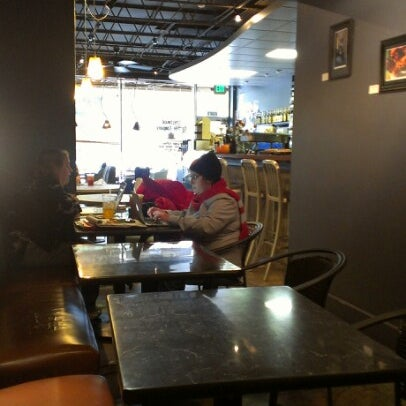 Foto tirada no(a) Crestwood Coffee Co. por Robert Lee W. em 10/27/2012