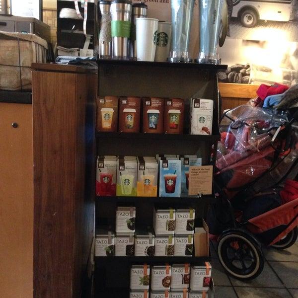 Photo taken at Starbucks by Meritxell on 2/8/2014
