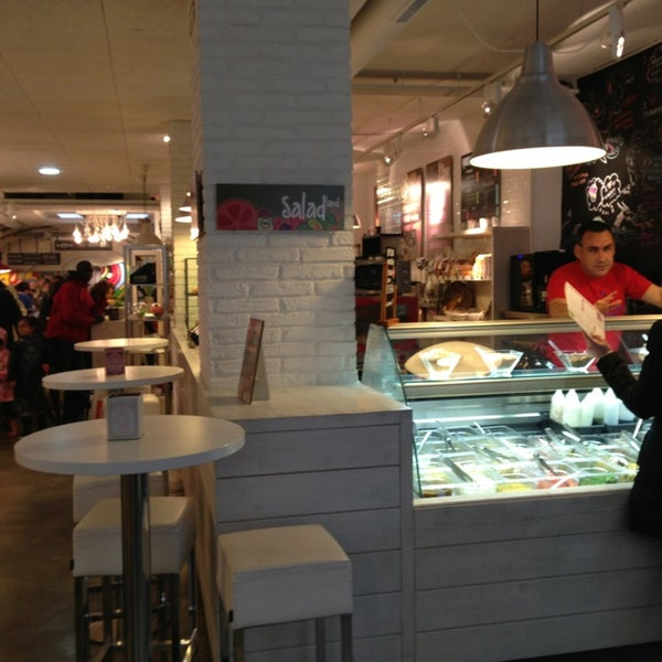 Un gran sitio para comer, estupenda atención y muy buena comida . Con mucho gusto y todo muy cuidado, iPad para usar y wifi , tienda y productos únicos . Un 10.