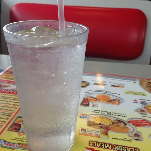 Photo taken at Waffle House by DaMon P. on 3/28/2014