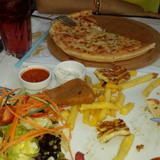 9/11/2013 tarihinde Arzu .ziyaretçi tarafından Flz Cafe & Restaurant'de çekilen fotoğraf