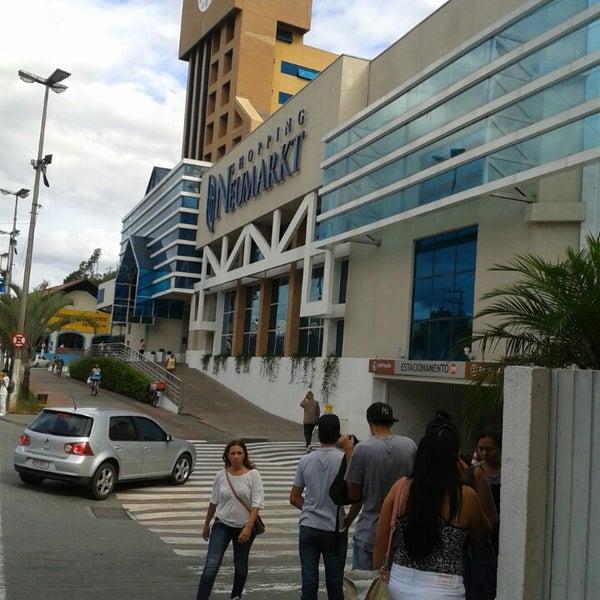 Foto tirada no(a) Shopping Neumarkt por Hortência D. em 3/18/2013