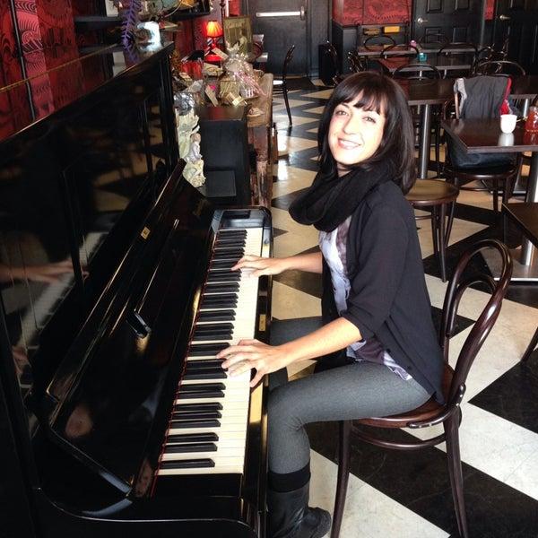 Foto scattata a Madame Zuzu's Tea House da Camelia C. il 12/11/2013