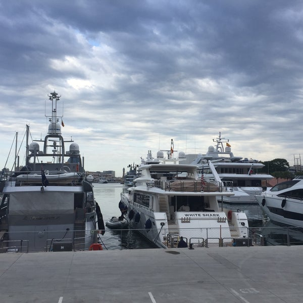Photo taken at OneOcean Port Vell Barcelona by Andreas H. on 7/22/2016